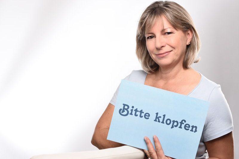 Sabine Schwarze: Bitte klopfen! Durch Klopfen Blockaden lösen, Denken und Fühlen neu ausrichten. PEP nach Dr. Bohne.