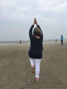 Yoga am Strand von Sankt Peter-Ording