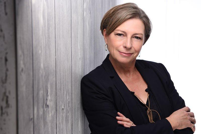 Sabine Schwarze ist Coach für Selbsterneuerung. Sie hilft Menschen dabei sich selbst von emotionalen Lasten zu befreien und zu erneuern.